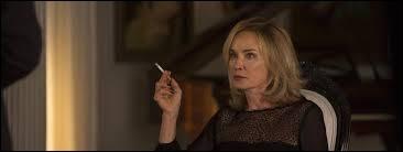 Quel personnage est interprété par Jessica Lange dans la saison 1 ?