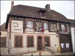 Nous sommes à présent dans l'ancienne région Haute-Normandie, à Chennebrun. Nous nous trouvons dans le département ...