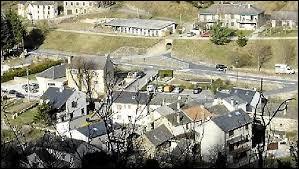 Ancienne commune Lozérienne, dans la vallée du Miment, La Salle-Prunet se situe dans l'ancienne région ...