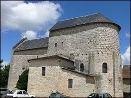 Nous sommes devant l'église Saint-Hilaire de Reilhac. Village d'Occitanie, il se situe dans le département ...