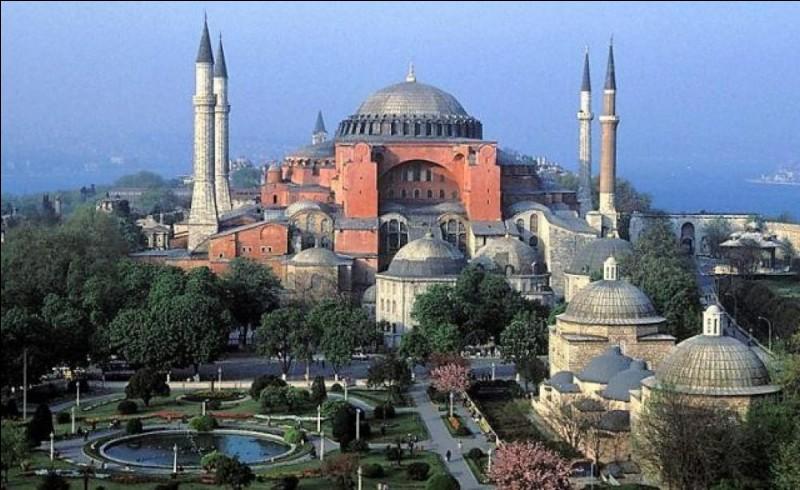 Dans quelle ville actuelle se trouve la basilique Sainte-Sophie ?