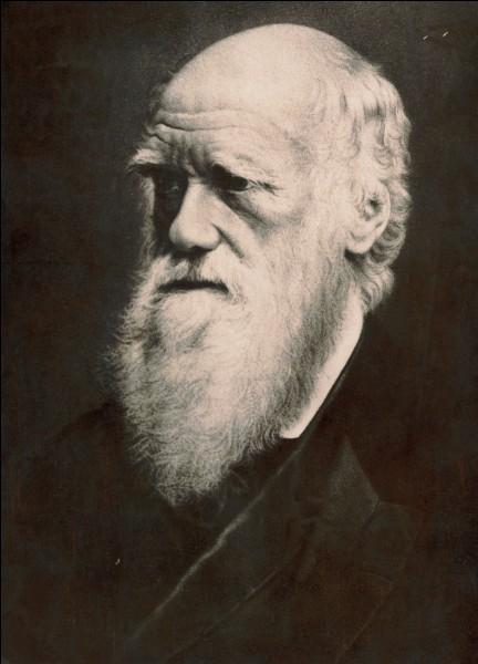 De quelle espèce d'oiseaux Charles Darwin a-t-il tiré les théories de l'évolution et de la sélection naturelle ?