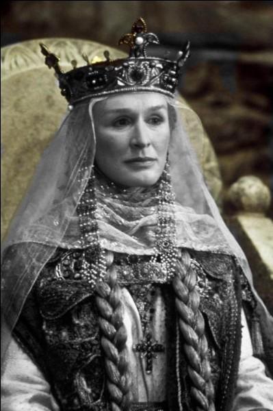 Dans la pièce de Shakespeare, quel est le prénom de la mère indigne d'Hamlet ?