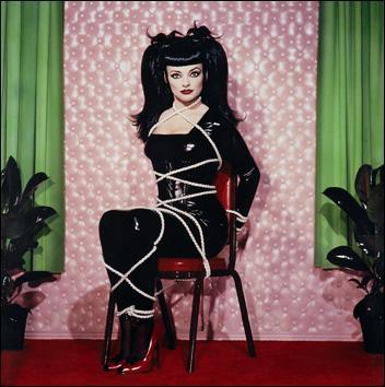 Le modèle qui a posé est une chanteuse célèbre. Qui est-ce ?