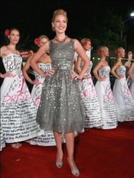 Combien sont les robes dans le titre du film d'Anne Fletcher ?