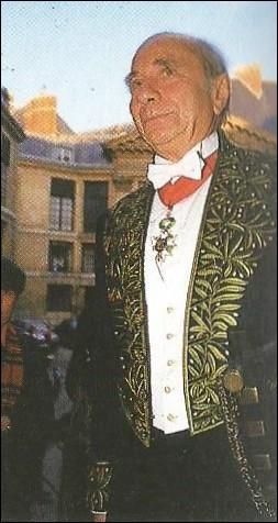 Qui est cet historien, élu en 1987, reçu à l'Académie Française le 28 janvier ?