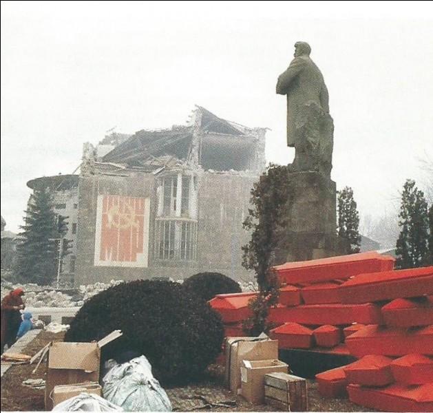 Où, un séisme de magnitude 7 sur l'échelle de Richter, fait-il plusieurs milliers de morts , et ce le 7 décembre ?