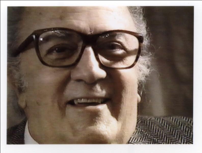 """Dans un film de Federico Fellini, Marcello Mastroianni, le héros du film, est souvent accompagné d'un jeune photographe appelé Paparazzo ; c'est lui qui a donné son nom aux """"paparazzi"""". De quel film s'agit-il ?"""