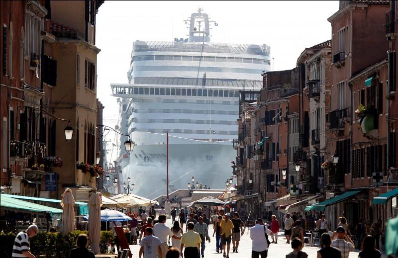 """Quelle ville d'Italie est surnommée """"La Sérénissime"""" ?"""