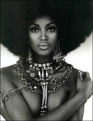 Les Falashas sont les descendants directs de l'union de cette magnifique reine de l'Afrique de l'Est et d'Arabie avec le roi d'Israël Salomon. Qui est-elle ?