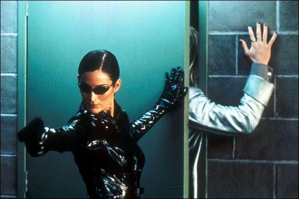 Qui joue Trinity dans Matrix ?