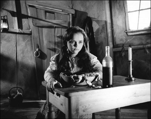 Elle figure une somme d'argent,Fait d'Harpagon une girouetteQui la cherche en sa cassetteConfortable une siège elle rend.Chaque année elle nous couronne,Même si des fois on est fanny,Faut attendre l'ÉpiphaniePour qu'elle soit moelleuse et bonne,Qui est-elle ?