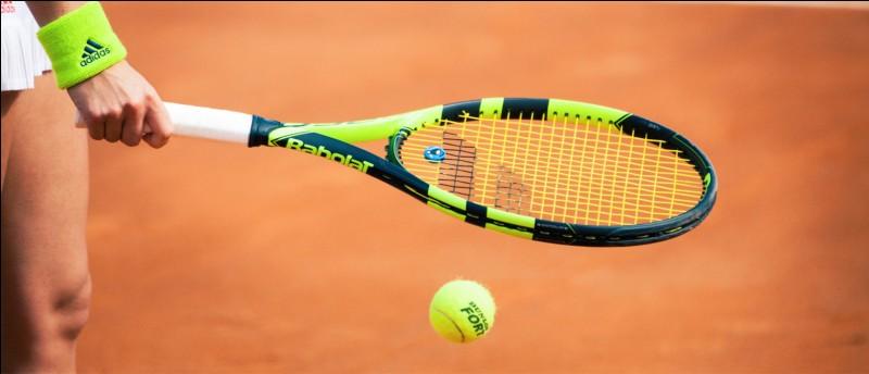 Qui a été la première championne de tennis à poser pour le magazine Vogue ?