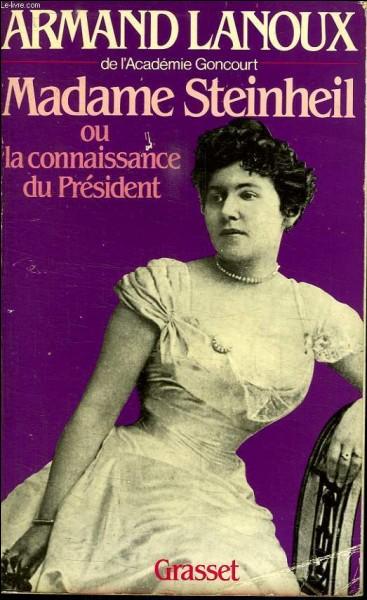 """Aout 1899, l'annonce fait l'effet d'une bombe, le président français vient de mourir d'une crise cardiaque, alors qu'il était occupé, comme le dira pieusement un journal de l'époque, aux affaires de l'état, hors il se trouve que """"les affaires de l'état"""" est brune, âgée de 26 ans et n'a pas son pareil pour faire lever les couleurs du drapeau présidentiel !"""