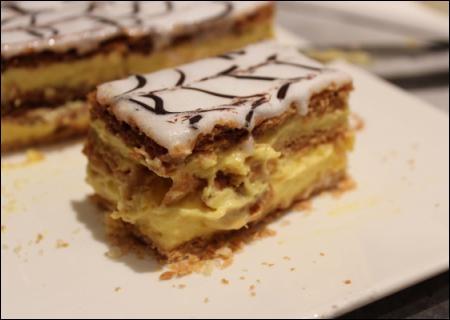 Quelle pâte entre dans la composition de ce gâteau dont je ne vous donnerai toujours pas l'orthographe ?