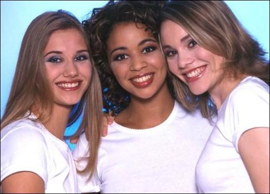 A qui le spectacle 'Belle, belle, belle' rend-il hommage en 2003 ?