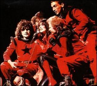 Dans 'Starmania', quel chanteur est, d'après les paroles de 'La chanson de Ziggy', le premier amour de Ziggy ?