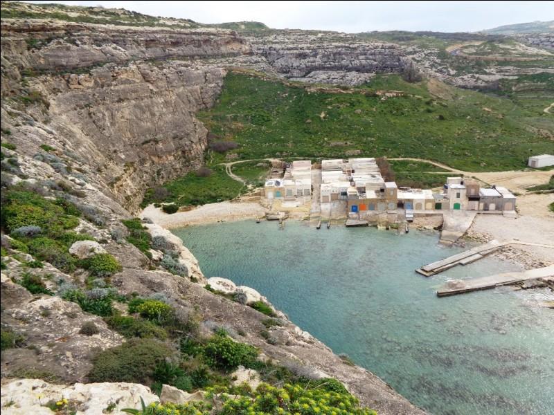 Le maltais est la langue nationale de l'archipel et celle utilisée au quotidien. De quelle langue le maltais est-il le plus proche ?
