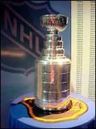Il est remis au champion des séries éliminatoires. Son nom provient du gouverneur général du Canada qui récompensait, par sa remise, la meilleure équipe de hockey du Canada en 1888. Quel est ce trophée ?