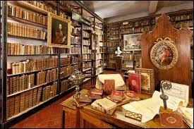 La bibliothèque devient un temple du livre. Quel penseur du XXIe siècle considère que l'industrie du livre est la force majeure remplissant de bouquins les rayons des bibliothèques du vingtième siècle ?