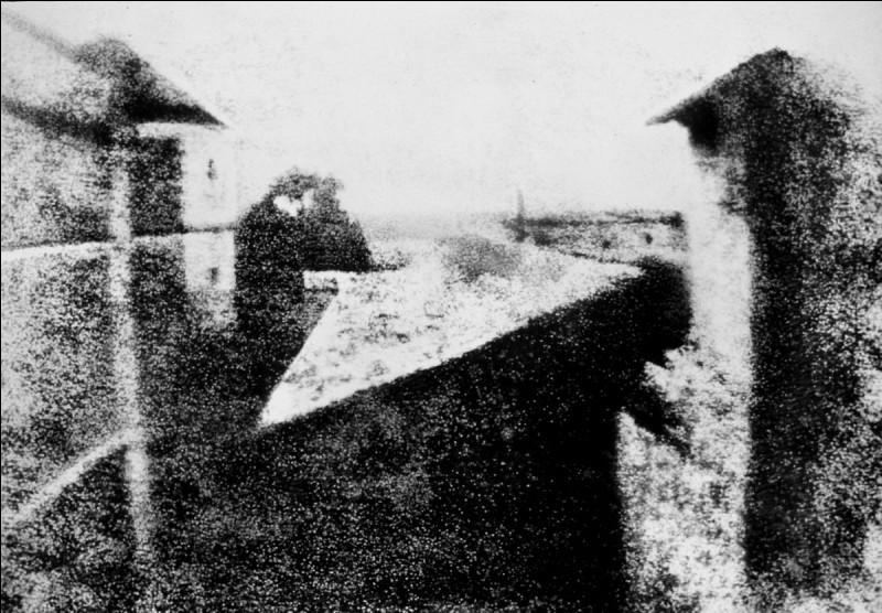 Quel est le titre de la première photographie, réalisée en 1826 par Joseph Nicéphore Niépce ?