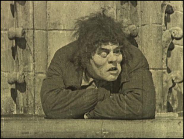 """En 1923, il est Quasimodo dans """"The Hunshback of Notre-Dame"""" !"""
