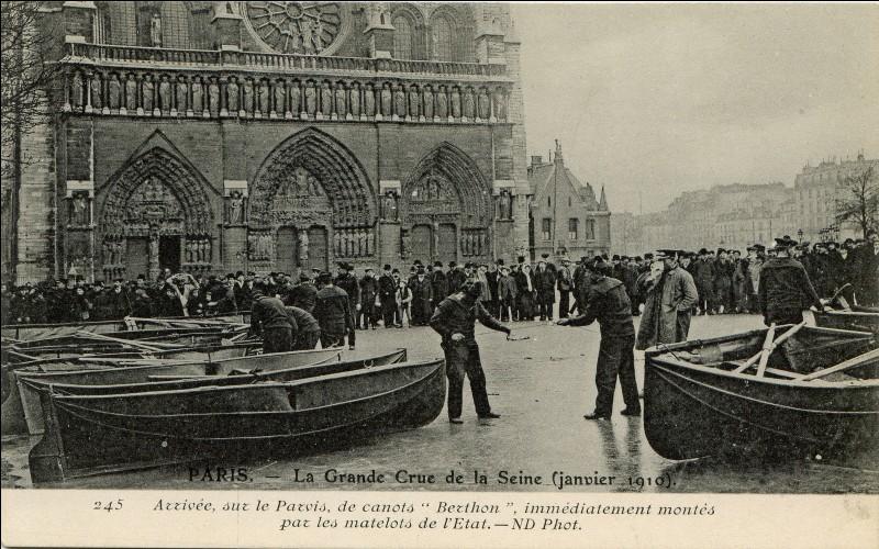 En 1910, la crue centennale de la Seine inonde une grande partie de Notre-Dame !