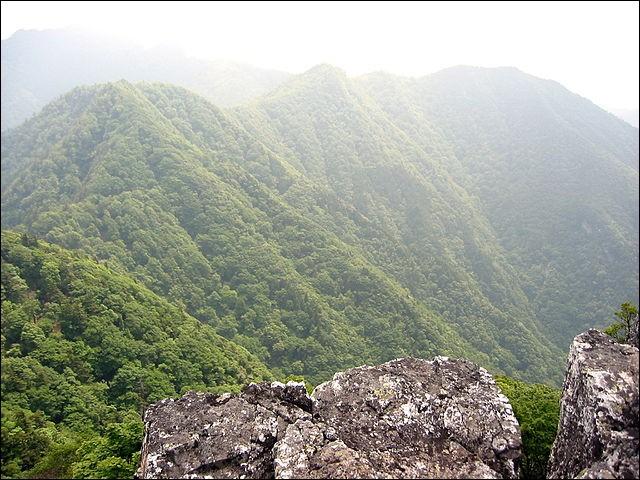 Comme son nom peut le suggérer, le Mont Ōmine (et non Ōminettes !) est interdit aux femmes depuis toujours. Où se trouve-t-il et qu'y pratique-t-on ?