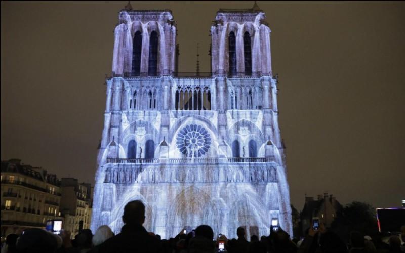 """En 1998, s'ouvrait la comédie musicale """"Notre-Dame de Paris"""" dont le compositeur est Richard Cocciante. Qui tenait le rôle de Frollo ?"""