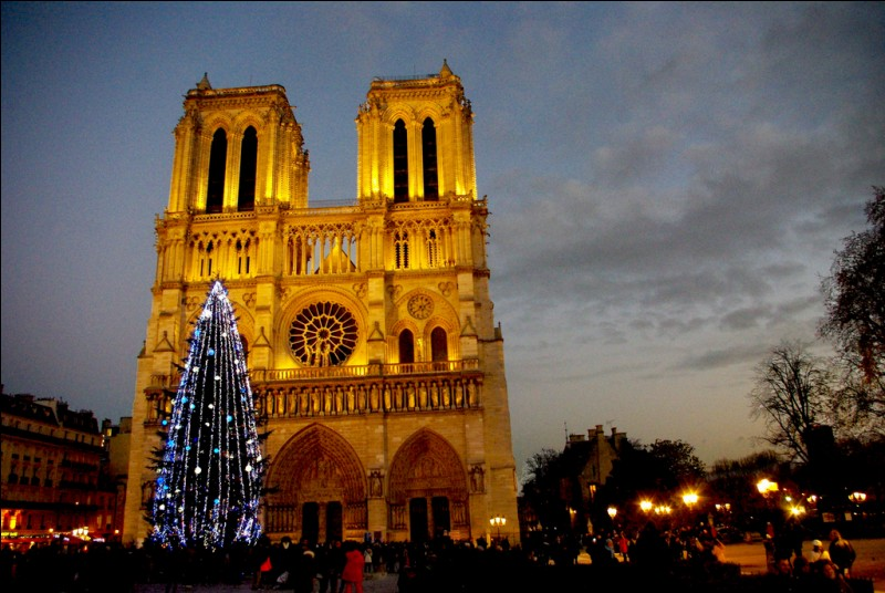 Hier 15 avril 2019, quel drame a subi la célèbre cathédrale Notre-Dame de Paris ?