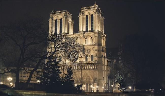 Quel architecte a dirigé les travaux de sa restauration en 1864 ?