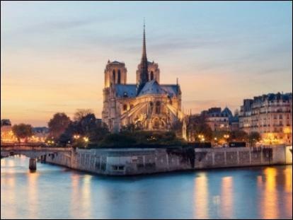 """En 1955, c'est à Notre-Dame de Paris qu'on célébra les obsèques du dramaturge à qui l'on doit """"Le Soulier de satin"""" :"""