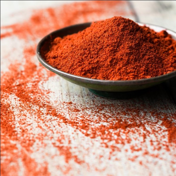Quel plat hongrois a pour ingrédient principal le paprika ?