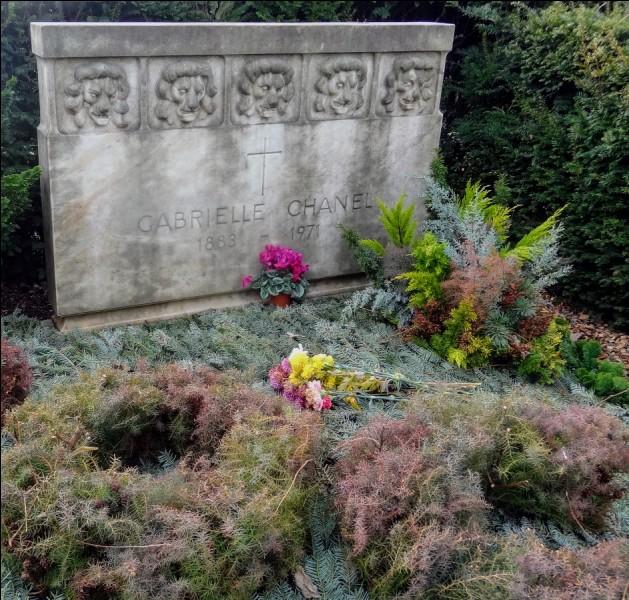 Un cénotaphe est un monument funéraire qui contient le corps du défunt.