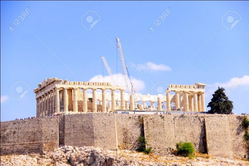 À quelle déesse le Parthénon, ancien temple grec, était-il consacré ?