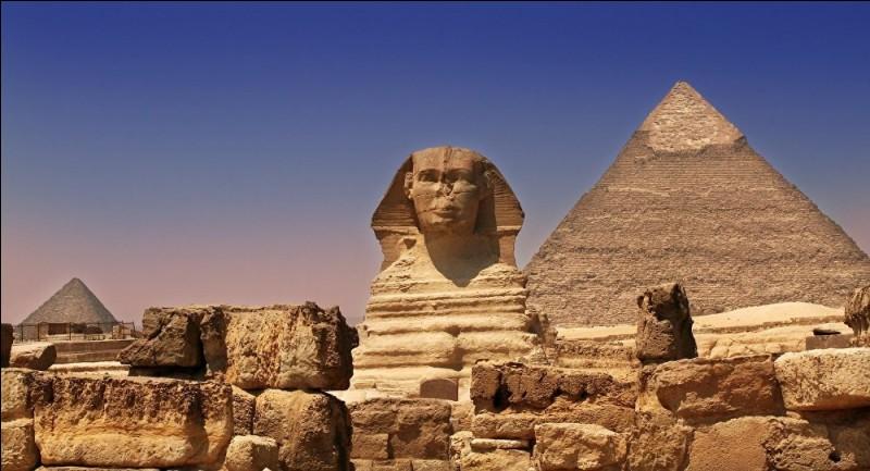 Quelle est cette créature mythologique faite de calcaire qu' on peut trouver à Gizeh en Egypte ?