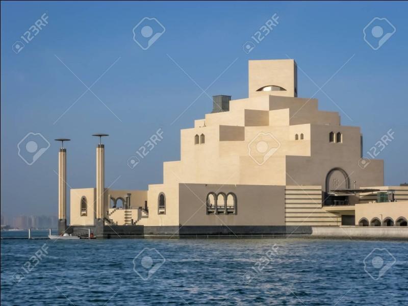 Une collection d'art islamique peut être admirée dans le musée de ... , capitale du Qatar