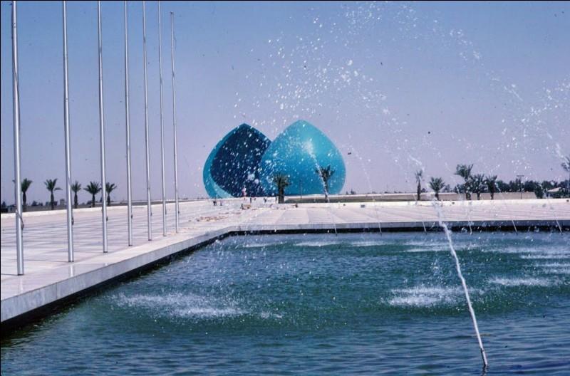 Dans quel pays se trouve le monument Al-Shaheed, sanctionné par Saddam Hussein ?