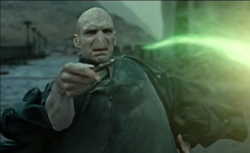 Pourquoi Voldemort a-t-il essayé de tuer Harry à l'âge de 1 an ?