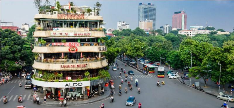 Sa capitale est Hanoï, c'est ...