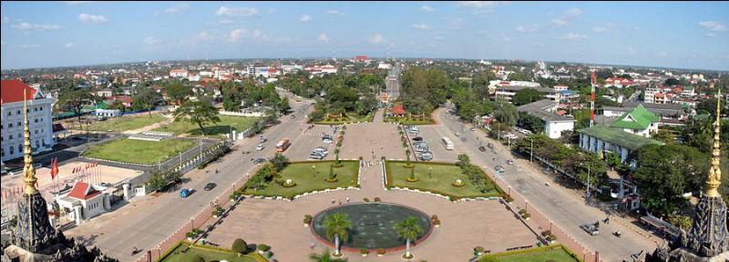Sa capitale est Vientiane, c'est ...