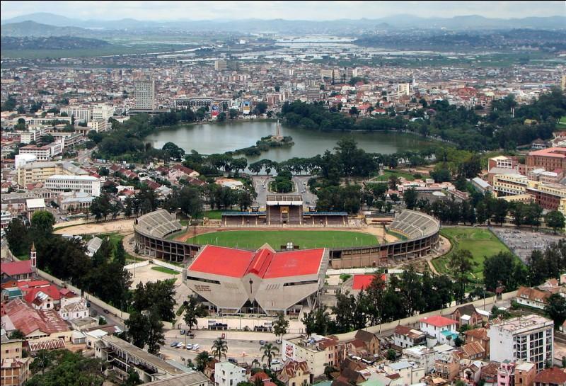 De quel pays Antananarivo est-elle la capitale ?