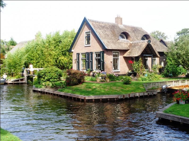 Dans quelle ville française pourrez vous visiter la Maison Carrée ?