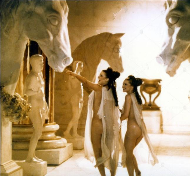 Quel empereur romain aurait eu des relations incestueuses avec ses soeurs Drusilia et Livilla ?