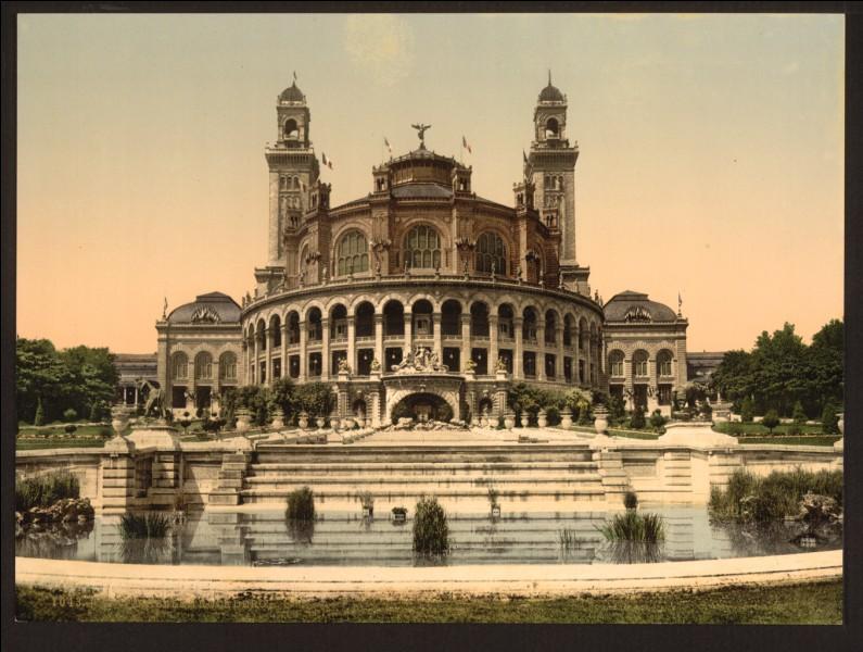 Ce palais d'inspiration mauresque et néo-byzantine avait été construit dans le 16e arrondissement de Paris sur la colline de Chaillot à l'occasion de l'exposition universelle de 1878. Il a été démantelé en 1935, afin de laisser la place à une nouvelle construction. De quel palais s'agit-il ?