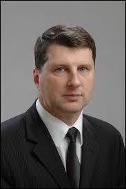 Quel est le nom du président de la République de Lettonie, qui a pour capitale Riga ?