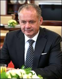 Bordée au Nord par la Pologne, la Slovaquie est une République parlementaire ayant à sa tête un président dont le nom est...