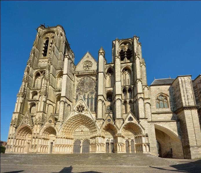 Dans quelle ville se situe cette cathédrale ?
