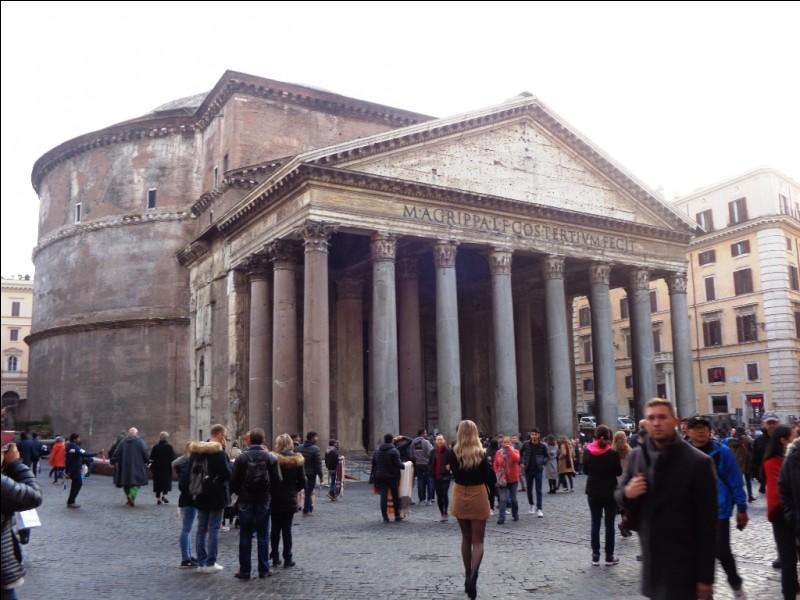 Voici le monument romain le mieux conservé de la ville : le Panthéon. Parmi ces grands peintres de la Renaissance italienne, lequel y est enterré ?