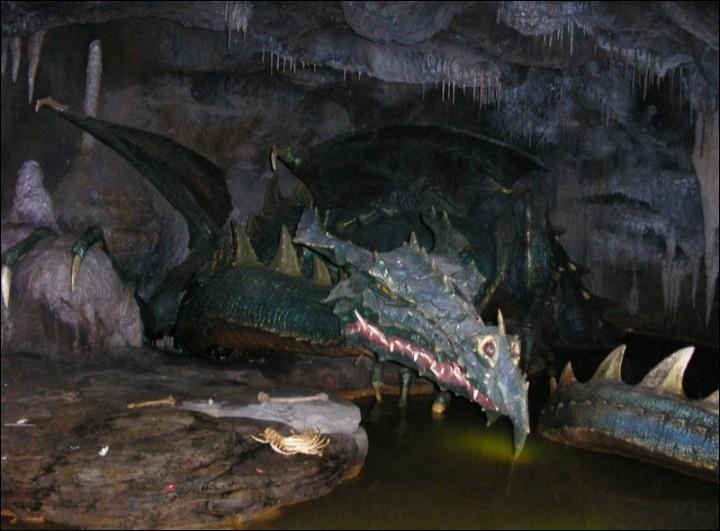 De quel dessin animé le dragon qui règne sous un château fait-il partie ?